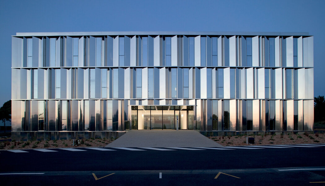 An introduction to Unitised Curtain Walling